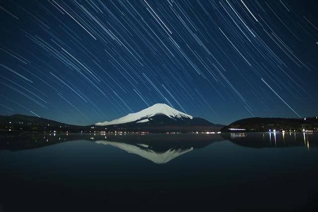 月下の山中湖.jpg